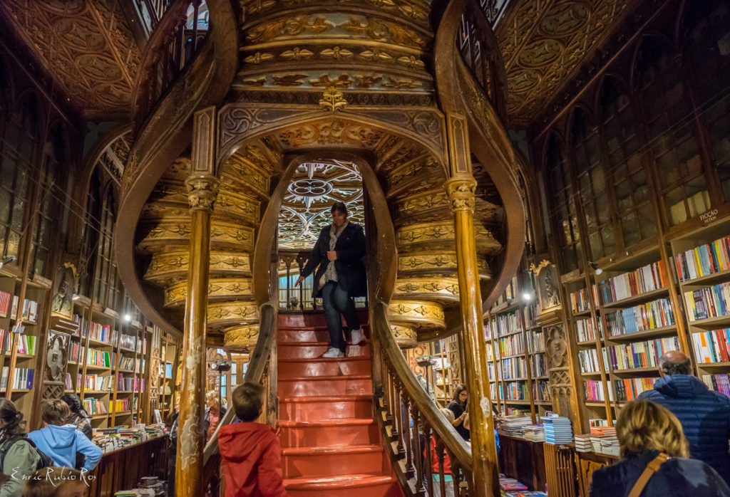 escalier librairie lello